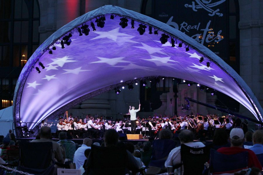 The+Kansas+City+Symphony%2C+led+by+conductor+Michael+Stern+%28center+stage%29+performs+Tchaikovsky%27s+%221812%2C+Overture+solennelle%22+on+stage+underneath+a+star-spangled+canopy+in+front+Union+Station.