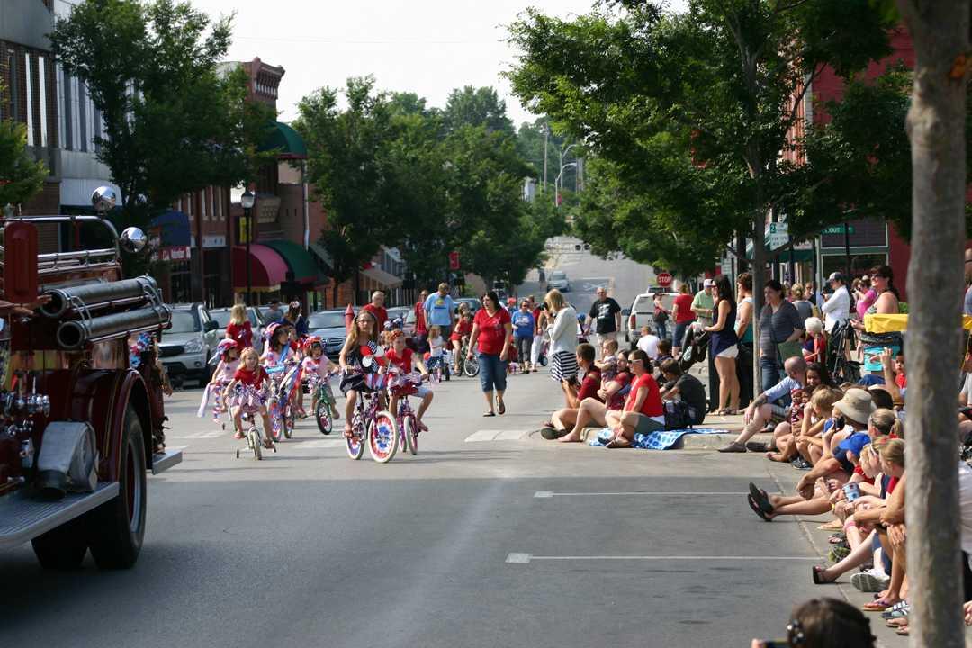 Slideshow%3A+Downtown+Patriotic+Parade