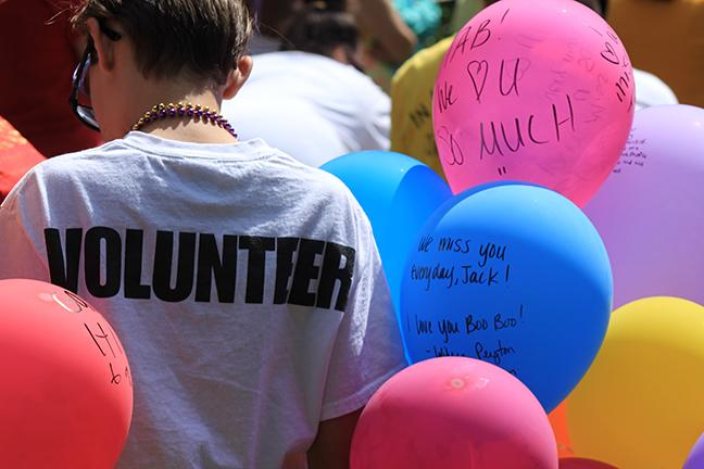 PHOTOS+BY+LIZZIE+RIDDER+%2F+REPORTER%0AParticipants+write+messages+to+lost+loved+ones.+The+balloons+are+then+released%2C+or+sent%2C+as+messages+to+those+who%E2%80%99ve+died+by+suicide.++
