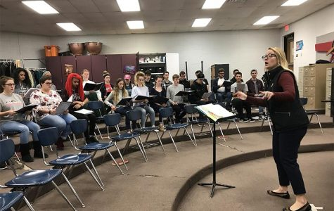 PHOTO BY GABRIELLE MOORE / WHS JUNIOR Whitney Andersen directs one of her choir classes at WHS.
