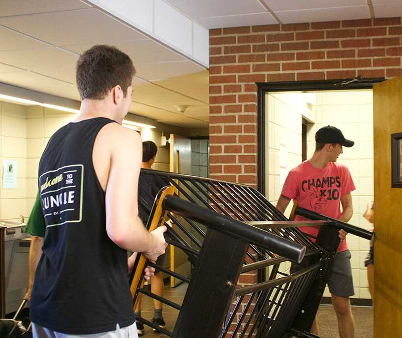 Freshmen move in: New students' first day on campus