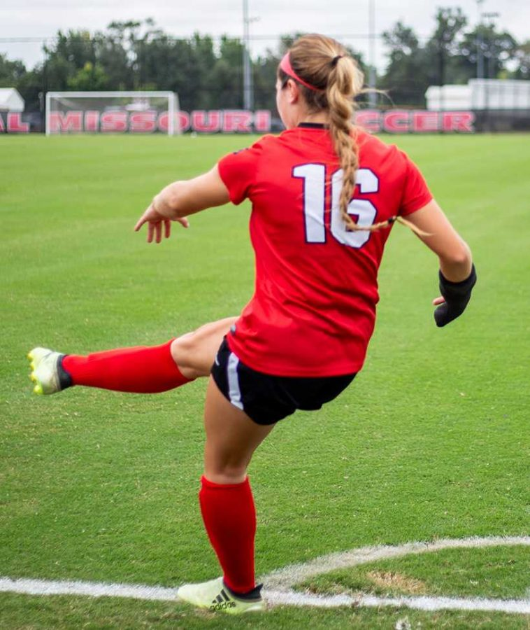 Senior forward Courtney Killian takes a corner kick in the Jennies 2-2 draw with Missouri Western Sunday at South Recreational Complex. (Photo by Alexis Dyser/For the Muleskinner)
