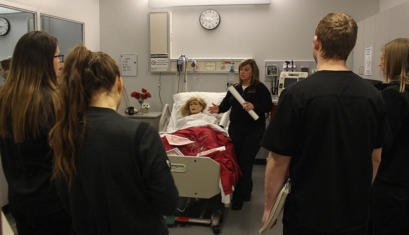 Professor Marcia Sholl teaching students about arteries in one of the four nursing simulation rooms. (Photo by Erin Wides/Features Editor)