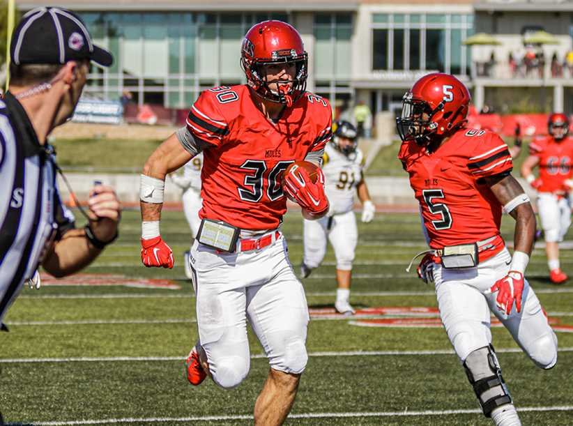 Tight end Zach Davidson runs after a catch in Saturday's 44-26 win over the Bronchos. Davidson finished the game with five receptions for 173 yards and two touchdowns. (Photo by Alexis Dyser)