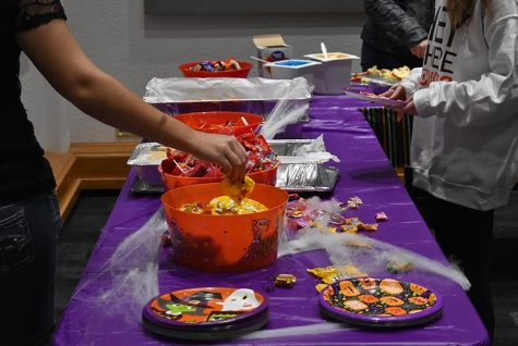 Snacks and drinks were available for students to munch on at the Halloween Bash Oct. 31 in the Elliott Student Union. (Photo by Madeline Turner)