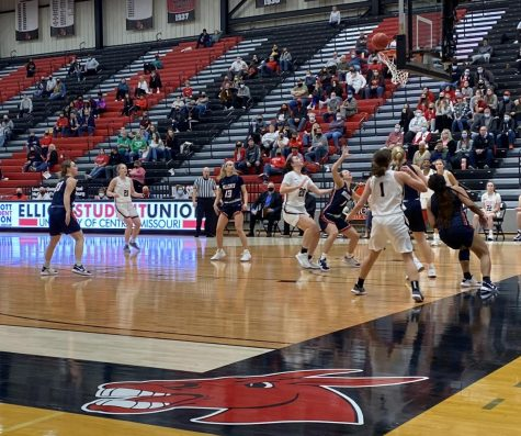 The Jennies and Hillcats watch the ball as it goes through the basket at the matchup on Saturday Jan. 23.