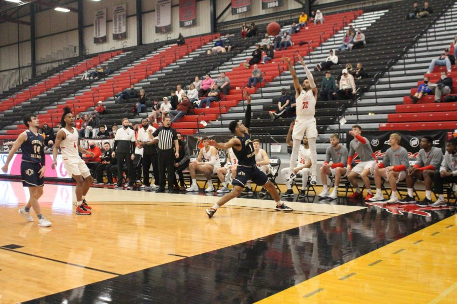 The Mues lost to the Broncos 77-75. Senior guard Cameron Hunter attempted to make a three pointer against the opponent.